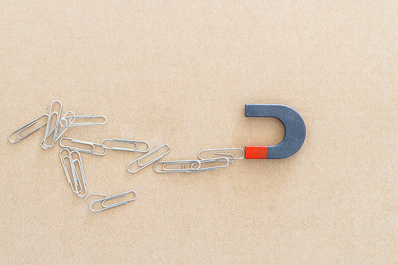 Magnet pulling in leads (1)